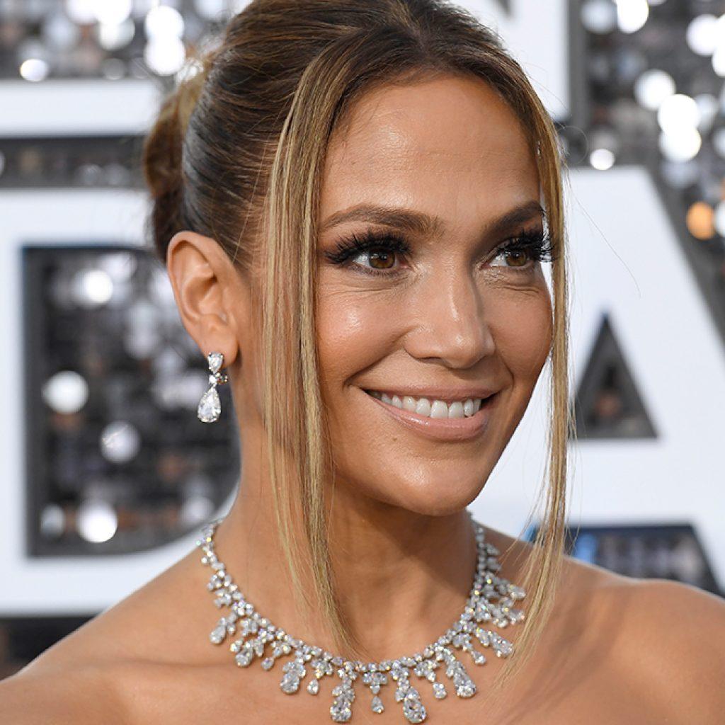 SAG Awards 2020 Close Up of Jennifer Lopez Diamond Jewellery