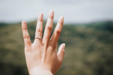 Style Guide: The Top 4 Engagement Ring Trends For 2018